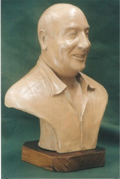 busto commerativo in terracotta patinata