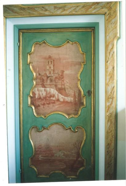 porta laccata con dipinti ad olio su tela, dopo il restauro