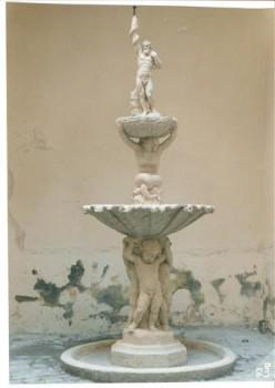 la fontana ricostruita, pulita e resa funzionante (Small)